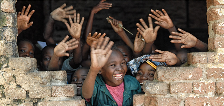 Children smiling and waving